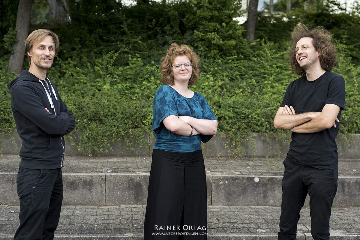 Trio A.M.O. beim Stadtteiltreffs Waldhäuser Ost Tübingen