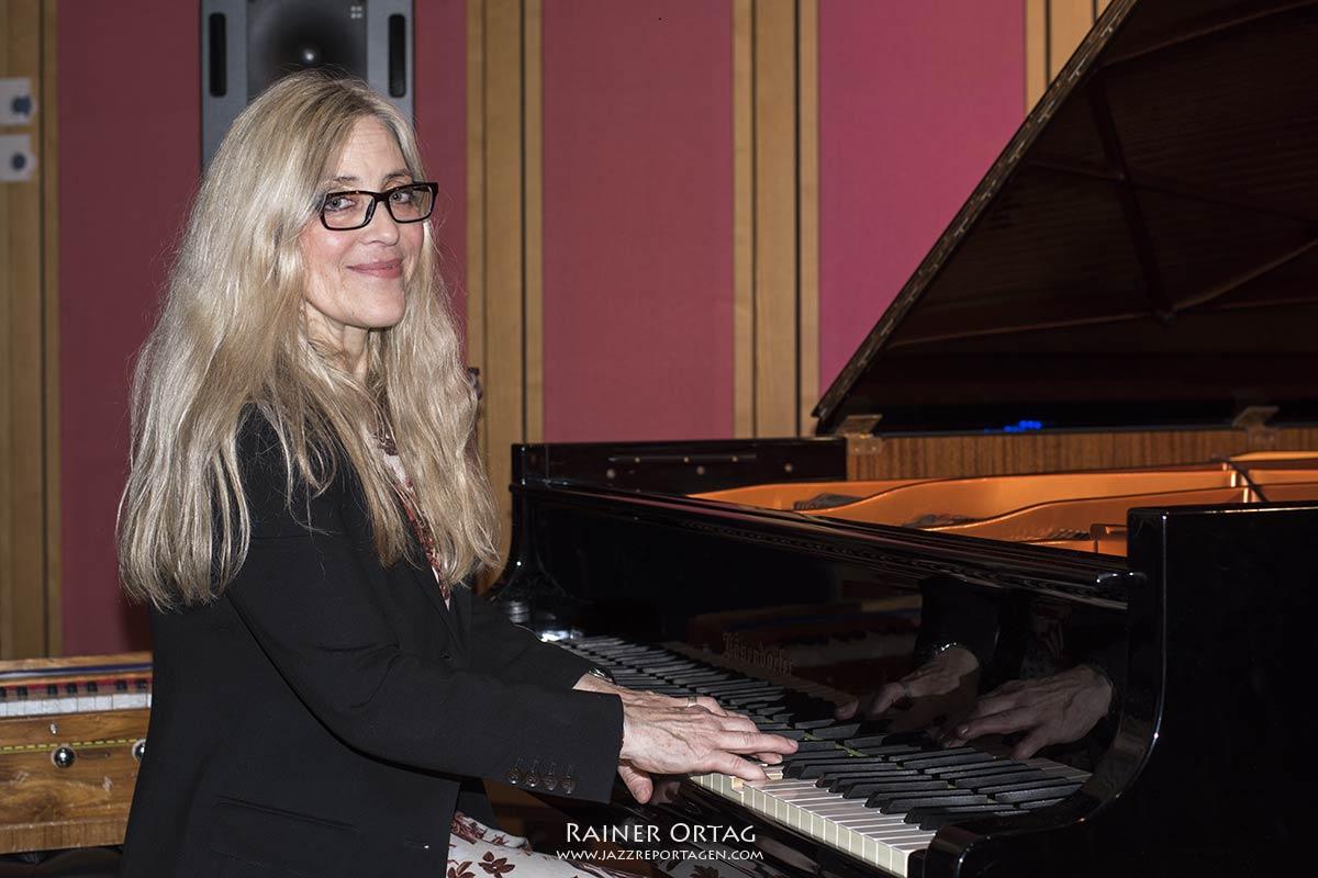 Anke Helfrich mit ihrem Trio im SWR Studio Tübingen 2020