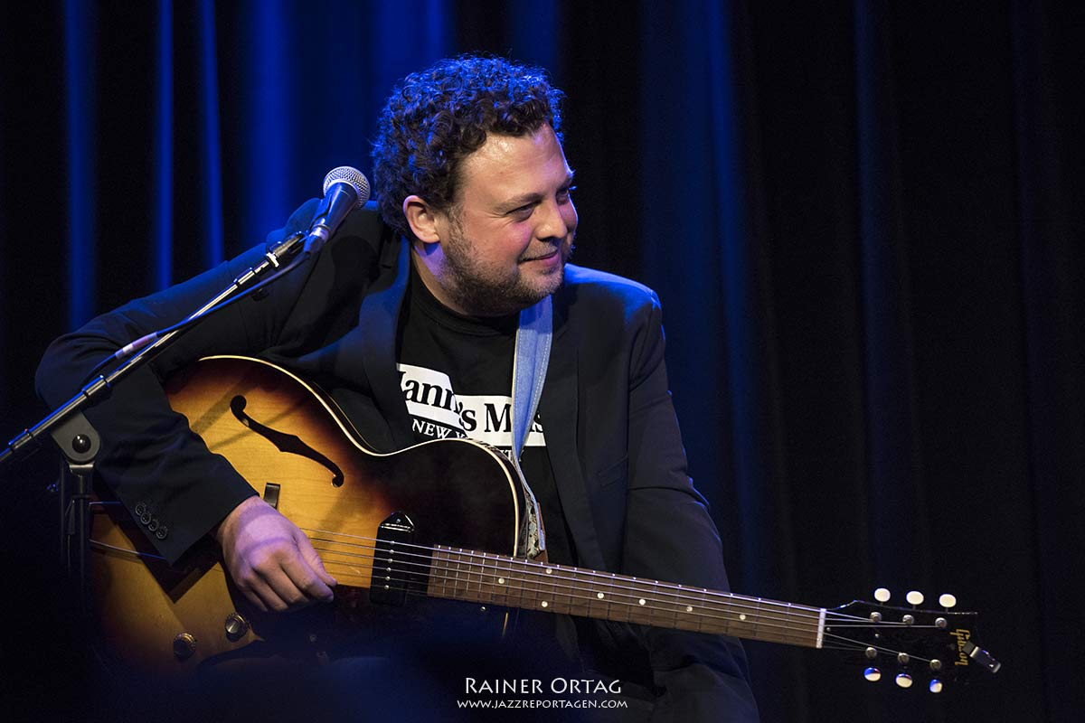 """Christoph Neuhaus bei """"Talk & Tones"""" im Mauerwerk Herrenberg"""