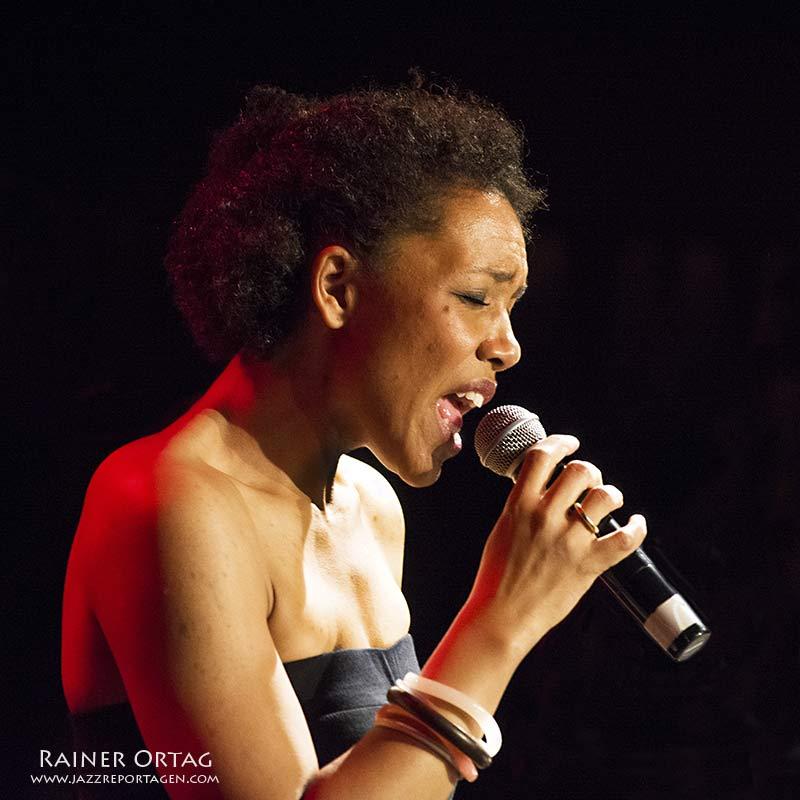 Fola Dada mit der Band in the BIX zum 8. Geburtstag des Jazzclub
