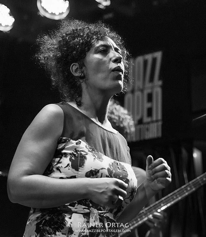 Julia Biel im Jazzclub Bix bei den jazzopen Stuttgart 2019