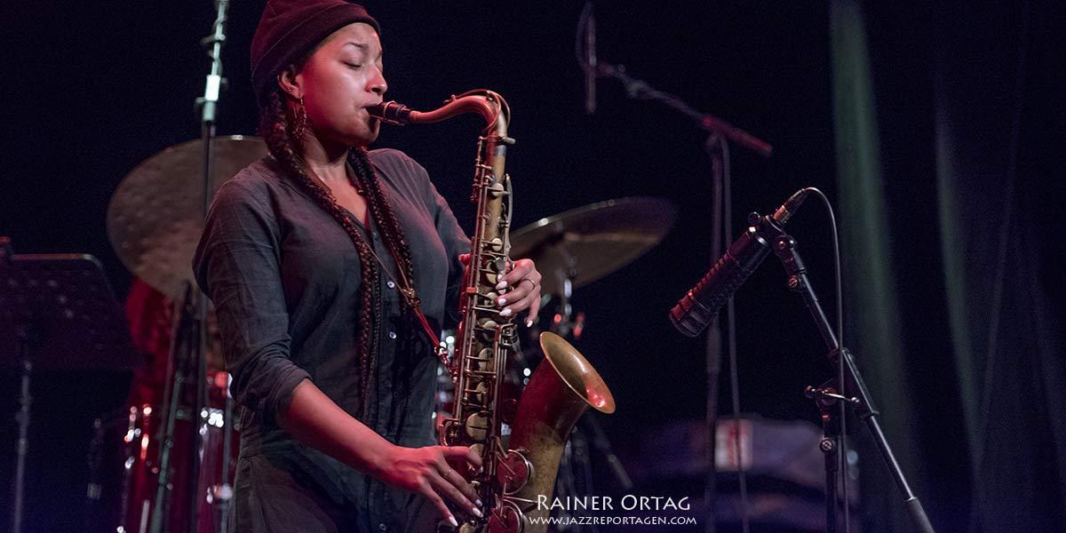 Nubya Garcia mit Band im Sudhaus Tübingen 2019
